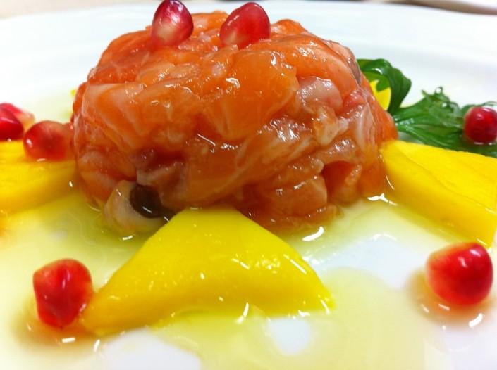 Ristorante Maestrale Roma pesce - Tartare di salmone e mango. Speciale per gli amanti del salmone