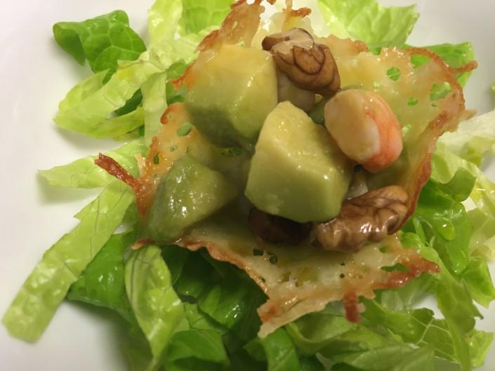 Ristorante Maestrale pesce Roma - Canestrino di pecorino con insalata di gamberi avocado e noci