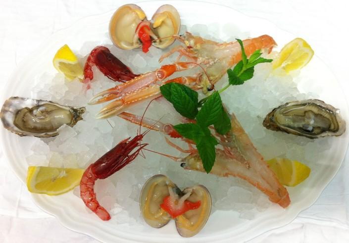 Ristorante Maestrale Roma pesce - Crudite' di scampi gamberi ostriche fasolari