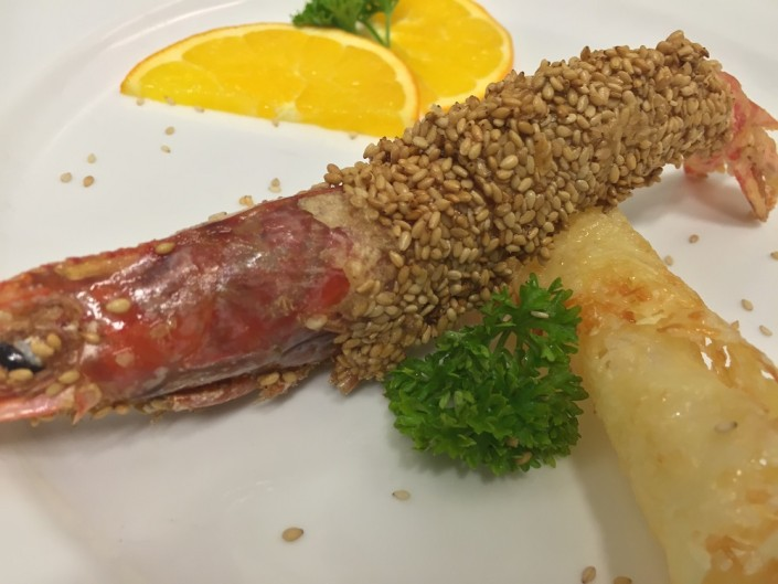 Ristorante Maestrale Roma pesce - Gamberone in crosta di sesamo su flauto di pecorino
