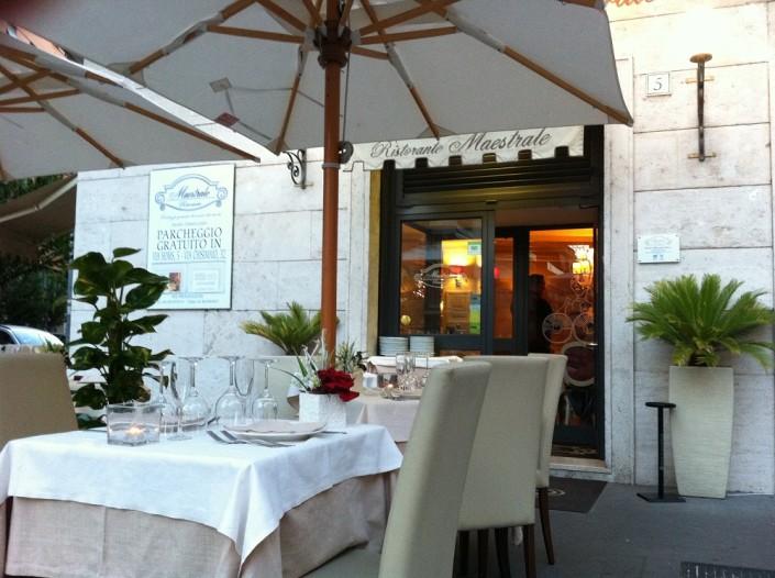Ristorante Maestrale Roma pesce - Si mangia all'aperto in Piazza Callistio